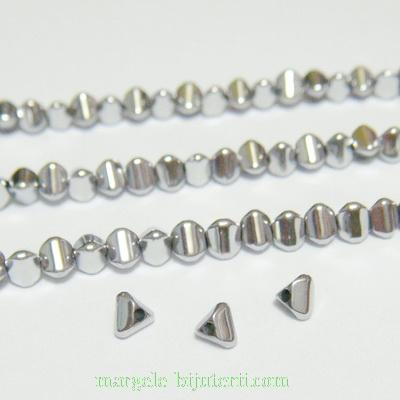 Hematite nemagnetice, placare argintii, triunghi 4x3mm 1 buc