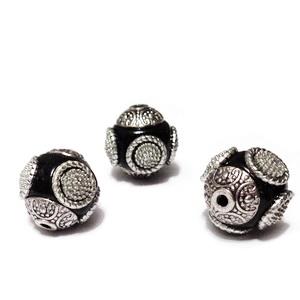 Margele indoneziene, negre cu accesorii argintii, 16mm 1 buc